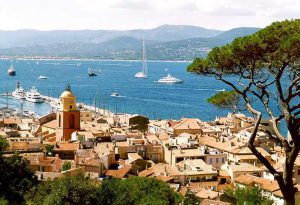 Saint tropez upper views form the citadel of the 17th century, private tour with art and tours