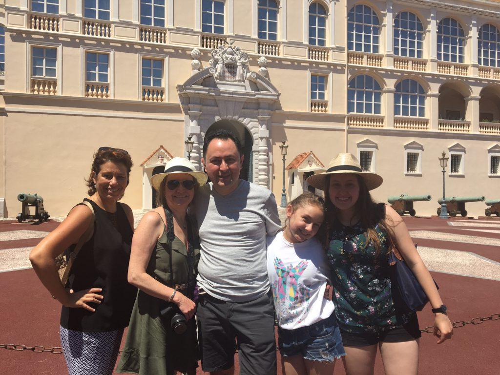 Grupo o familias, o viajando solo, se puede organizar su estancia con art and Tours
