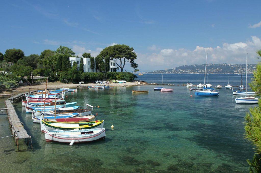 Bahia por Antibes, puerto antiguo en Cap Antibes